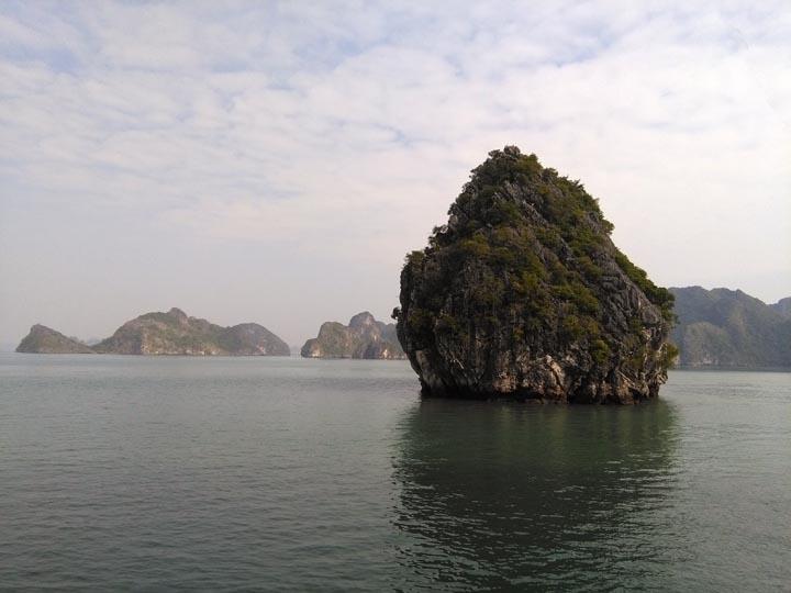 Lan Ha bay karst