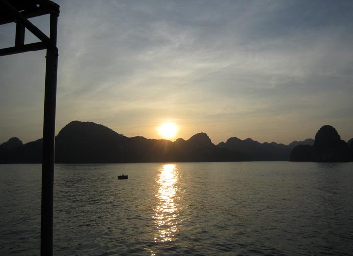 Lan ha bay sunset